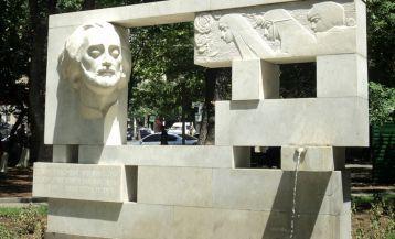 Памятник Саят-Нова